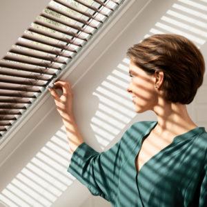 Rulouri si jaluzele VELUX pentru filtrarea luminii